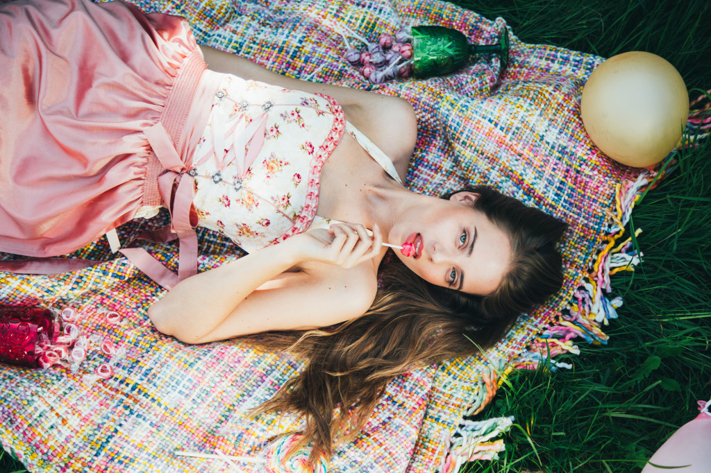 Bevorzugt Dirndl ohne Bluse: Bardot Style! | Magazin XD02